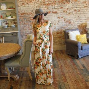 Ivory short sleeve maxi dress with Pockets